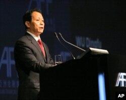 中国保监会主席吴定富称香港助内地保险业提供竞争力