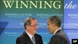 奥巴马2月18日参观英特尔公司