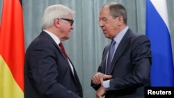 Lavrov (desno) i Štajnmajer na danšnjoj konferenciji za novinare u Moskvi