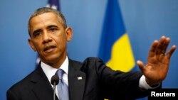 奧巴馬星期三在瑞典斯德哥爾摩的記者會上回答問題