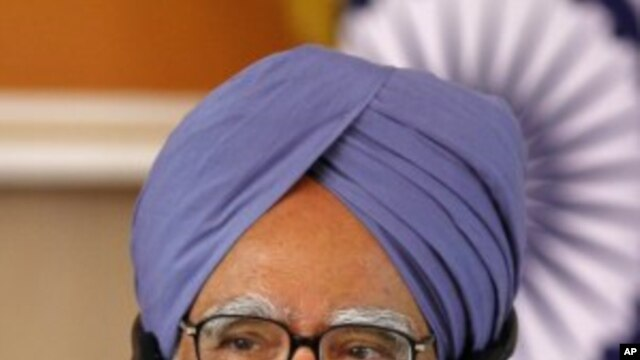 Indian Prime Minister Manmohan Singh speaks during a news conference  (File Photo)