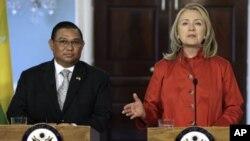 Davlat kotibasi Xillari Klinton, Birma Tashqi ishlar vaziri Vunna Mang Luin