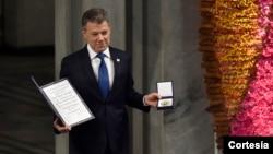 Лауреат Нобелівської премії миру Хуан Мануель Сантос приймає нагороду