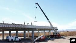 Proyecto binacional empezó en julio de 2011 y promete aliviar el tránsito comercial y peatonal entre EE.UU. y México.