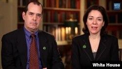 13일 미국 대통령 주례연설을 통해 총기 규제 강화를 촉구한 프랭신 윌러(오른쪽)와 남편. 아들 벤이 지난해 샌디훅 초등학교 총기난사 사건으로 사망했다.