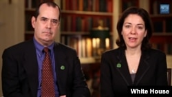 Francine Wheeler, junto a su esposo David Wheeler, pidió al Congreso aprobar una ley que controle las armas de fuego en el país.
