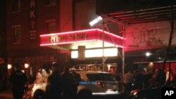 حضور مسئولان و مقام های امنیتی در اطراف سالن ایرواین پلازا، در منطقه منتهتن شهر نیویورک، پس از نیراندازی - ۵ خرداد ۱۳۹۵