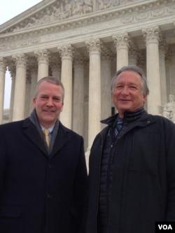 Alaska Senator Dan Sullivan (L) and Rod Arno, executive director of the Alaska Outdoor Council, in front of the U.S. Supreme Court, Jan. 20, 2016. (M. Snowiss/VOA)