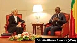 La directrice générale du FMI, Christine Lagarde, reçue par le président du Bénin, Patrice Talon, à Cotonou, le 11 décembre 2017 (VOA/Ginette Fleure Adande)