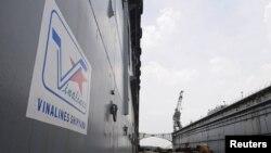 Nhân viên bảo vệ tại ụ nổi 83M ở cảng Gò Dầu, Ðồng Nai