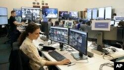 Para pekerja di kantor pusat Facebook di Menlo Park, California (foto: ilustrasi).