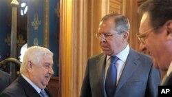 세르게이 라브로프 러시아 외무장관을 만나는 왈리드 알 모알렘 시리아 외무장관 (맨 왼쪽, 자료사진)