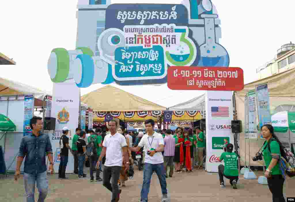 The 3rd Science and Engineering Festival in Phnom Penh on March 09, 2017. (Hean Socheata/VOA Khmer)