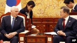 彭斯副总统和文在寅总统在首尔青瓦台总统府会见