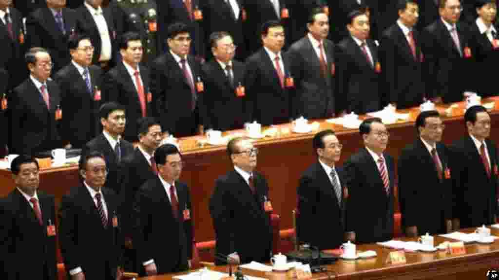 中共领导人在中共十八大闭幕式上齐唱国际歌