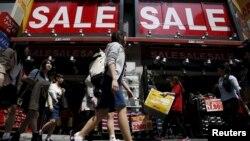 Cửa hàng bán đồ ở khu trung tâm Tokyo, Nhật Bản. Trộm cắp trong các siêu thị và cửa hàng là hành vi phạm pháp phổ biến nhất của người Việt ở Nhật vào năm ngoái, theo Kyodo News.