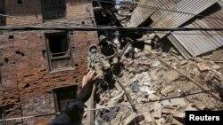 Vojnici Neplaa u akciji spasavanja u gradu Baktapur