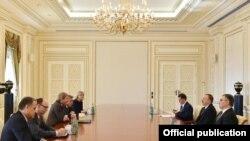 lham Əliyev Avropa İttifaqı komissarını qəbul edib