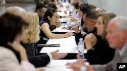 Una encuesta revela que los empleadores estadounidenses enfrentan cada vez más dificultades para encontrar trabajadores especializados.