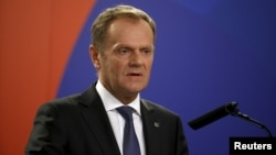 Presiden Dewan Uni Eropa Donald Tusk memberikan keterangan pers di Valletta, Malta, Kamis (12/11).