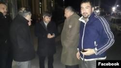 Hüquq müdafiəşiləri 17-ci Polis Bölməsinin qarşısında gözləyir