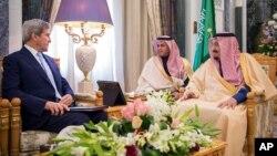 """Por su parte, Al Yuber dijo que Irán """"enciende conflictos sectarios en Oriente Medio"""" y agregó que el mundo tiene que impedir que los iraníes desestabilicen la región."""