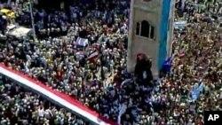 ພວກປະທ້ວງຕໍ່ຕ້ານລັດຖະບານຊີເຣຍຫລາຍພັນຄົນ ໃນເມືອງ Hama ໃນພາກກາງຂອງຊີເຣຍ ໃນວັນທີ 1 ກໍລະກົດ 2011