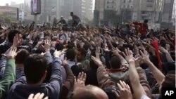 Người biểu tình chống quân đội, chủ yếu là những người ủng hộ Tổng thống bị lật đổ Mohamed Morsi, tụ tập nhân ngày kỷ niệm 3 năm cuộc nổi dậy ở Ai Cập, 25/1/2014