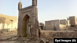 Koshg'ar shahridagi vayron qilingan masjid