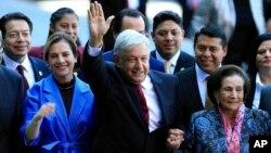 El presidente de México, Manuel López Obrador, dijo que la conversación telefónica con el presidente de EE.UU., Donald Trump, el miércoles 12 de diciembre de 2018, fue respetuosa y de amistad.