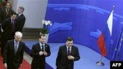Herman Van Rompuj, Dmitrij Medvedev i Žoze Manuel Barozo na samitu u Briselu