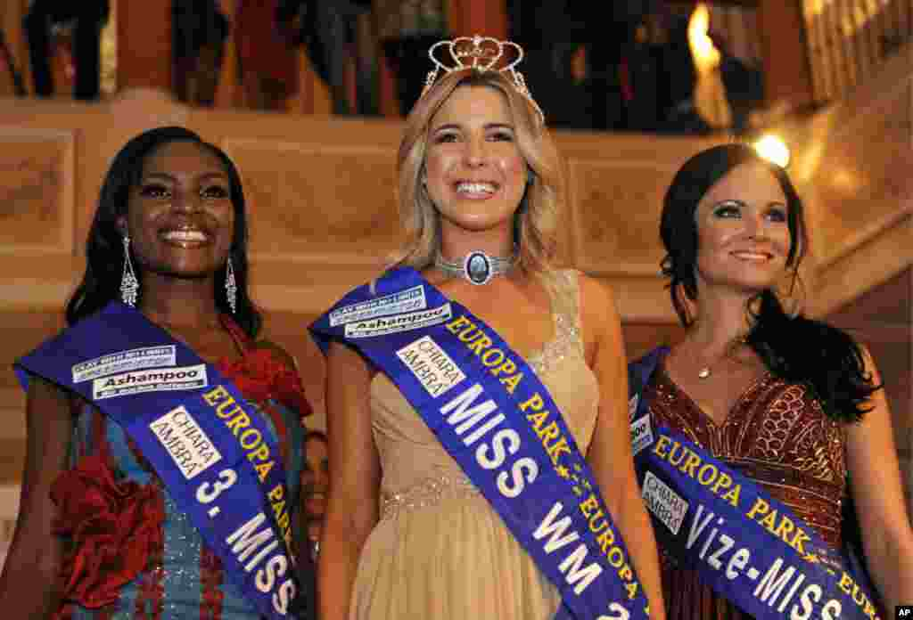 Miss World Cup (Miss WM - WeltMeisterschaft) 2011 Dominique Ela Wisniewski (C) of New Zealand poses for photographers with second-placed Christina Trost of Germany (R) and third placed Jane Ogbe (L) of Nigeria after the finals of the beauty pageant gala i