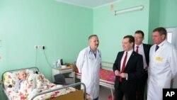 梅德韋傑夫探訪克里米亞當地一家兒童醫院