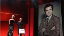صندلی خالی جعفرپناهی و دیتر کوسلیک مدیر جشنواره برلین