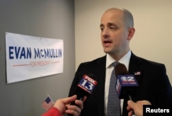 Arhiva - Ejvan Mekmulin razgovara sa novinarima u Salt Lejk Sitiju, juta