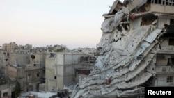 Buildings damaged by what activists said was shelling by forces loyal to Syrian President Bashar al-Assad, Al-Khalidiya neighbourhood, Homs June 28, 2013.