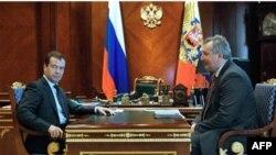 Дмитрий Медведев и постпред РФ при НАТО Дмитрий Рогозин