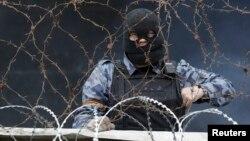 Пророссийский сепаратист в Донецке