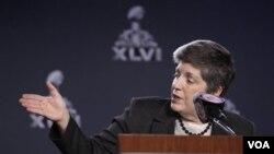 La secretaria Janet Napolitano dijo que el público debe asociarse y ayudar en la seguridad.