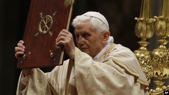 Đức Giáo Hoàng cử hành Thánh lễ Đêm Giáng Sinh tại Đại giáo đường Thánh Phê-Rô, 24/12/2012.