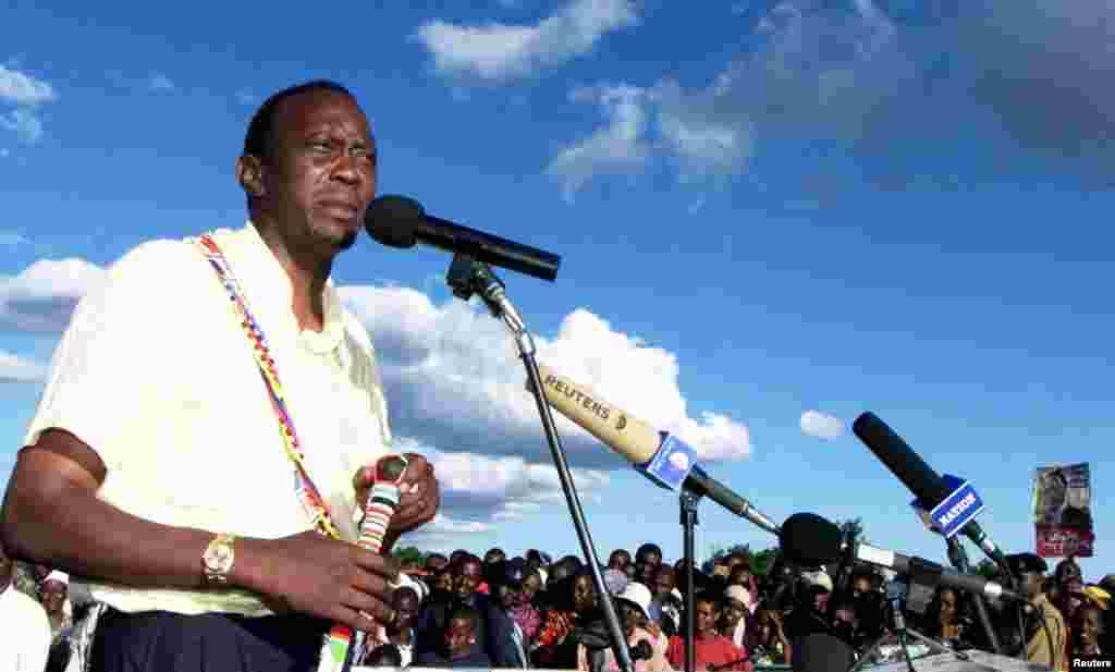 Uhuru Kenyatta katika kampeni ya uchaguzi kama mgombea kiti cha rais kwa niaba ya KANU Disemba 11 2011