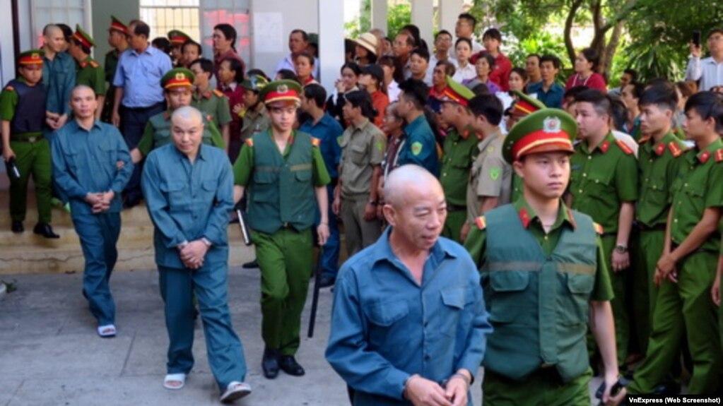 Những người này biểu tình chống Dự Luật Đặc Khu, và họ bị bỏ tù.