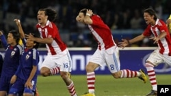 Paraguay's Nelson Haedo Valdez, foreground left, Paraguay's Edgar Barreto, center foreground, and Paraguay's Enrique Vera, right, celebrate after winning the penalty shootouts during the World Cup round of 16 soccer match between Paraguay and Japan at the