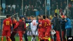 Des disputes entre joueurs de la Russie et du Montenegro lors d'un match, Montenegro, le 27 mars 2015
