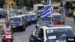 Los taxista protestan en las calles de Thessaloniki, contra el plan de recuperación fiscal de Grecia.