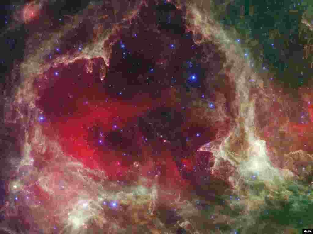 Gugusan bintang-bintang terlihat pada foto infrared yang diambil dengan teleskop angkasa NASA 'Spitzer'. (Foto: NASA/JPL-Caltech/Harvard-Smithsonian).
