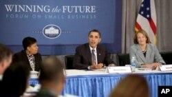 صدر اوباما دورہ اویاہو کے دوران ایک تقریب سے خطاب کرتے ہوئے