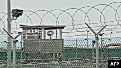 Hàng rào dây thép gai ở trại giam Guantanamo, Cuba