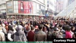 2016年1月1日,e租宝投资者在南京新街口示威维权(RFA使用过的维权人士提供的图片)