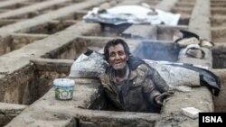 زندگی بیخانمانها در قبرستان - گورخواب